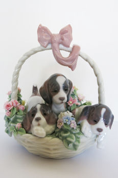 LLadro - Porcelain basket with flowers and 3 puppies