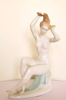 Aquincun - Porcelain nude female sculpture