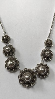 Silver necklace with Zeelandic buttons. Length: 46 cm