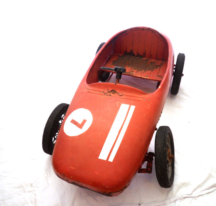 Rare Ferrari pedal car - 90 cm long, 45 cm wide incl. wheels, 12 kg - 1950's