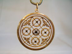 Victorian pendant with synthetic Sapphires