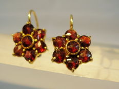 Earrings with garnet roses in rosette shape