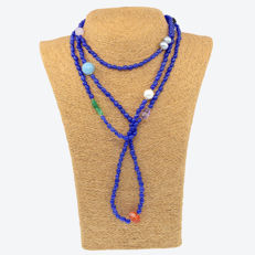 18 kt/750 yellow gold – Long necklace with sapphires and multiple gemstones – Length: 153 cm
