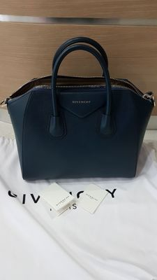 Givenchy - Handbag - Model: Antigona - Medium size