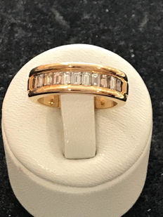 Band ring in gold and 1.10-ct Top Wesselton diamonds - size 52 / 16.58 mm.
