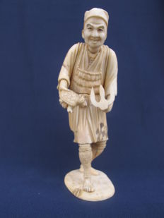 Carved ivory okimono of turtle fisherman - Japan - 1900 (Meiji period)