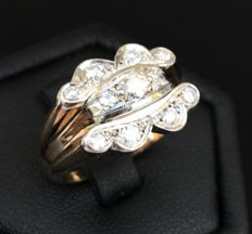 Beautiful ring art deco in 18 kt gold, covered with a flower in platinum and brilliant cut diamonds F/VVS