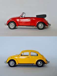 Franklin Mint - Scale 1/24 - 2 x Volkswagen Beetle 1967 - Yellow and Red Cabriolet