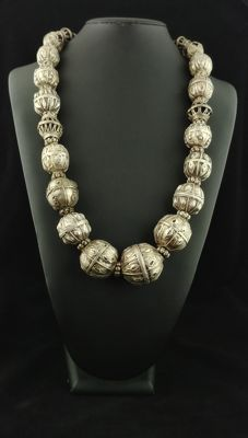 Antique silver necklace with tooled, spherical elements, from Yemen and Afghanistan, early 20th century