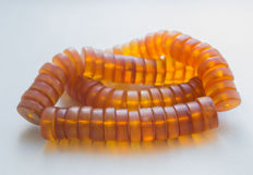 Antique old Baltic amber necklace in butterscotch / honey colour, 102 gram