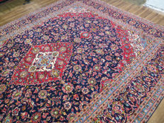 Exclusive and nice Kashan/Iran 408 x 300 cm, TOP CONDITION, TOP QUALITY, vase pattern from the late 20th century. Master knotting