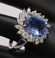 IGI certified Very Exclusive White Gold Blue sapphire ( Untreated ) and Diamond Ring