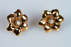 Flower-shaped earrings in 18 kt yellow gold with diamonds, 0.35 ct – 2 cm