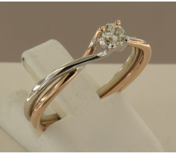 14 kt Bicolour gold solitaire ring set with 0.11 ct brilliant cut diamond, ring size 17.5 (55)