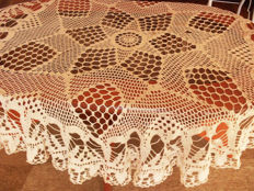 Vintage Hand Crochet 130 cm Round Tablecloth - cream - cotton thread