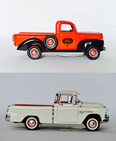 "Franklin Mint - Scale 1/24 - Ford Pickup ""Ford Sales and Service"" 1940  & Cameo Pick Up 1955"