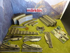 Märklin H0 - 5100/20/5200/01/5106/11/7390/5211/5117/5221/03/5107/29/08/09/10 - 79-piece batch of M-rails and switches.
