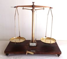 Reyers & Zoon scales - Maker's mark -1947