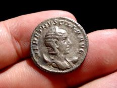Roman Empire - Herennia Etruscilla, silver antoninianus (3,28 g. 21 mm.) from Rome mint, 6th. officina. 250 A.D. IVNO REGINA