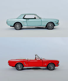 Franklin Mint - Scale 1/24 - Ford Mustang Hardtop 1964 1/2  - Light blue and Ford Mustang 1964 1/2 convertible - Red