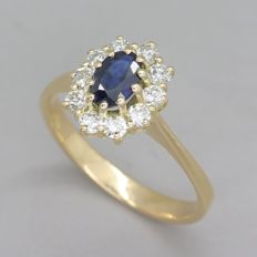 Yellow gold ring with 0.80 ct natural sapphire ​​and brilliant cut F – G / VS  diamonds - ring size: 16.00 mm