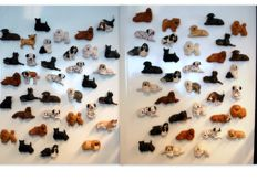 Collection of 70 pieces magnet figurines dogs.