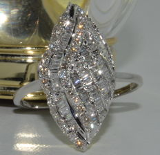 Ring in 18 Kt white gold set with 114 diamonds for a total of around 2.50 ct - Size 55 - ***No reserve price***
