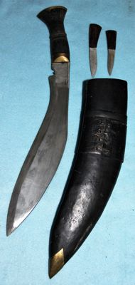 Original Gurkha knife/dagger, with stamps, complete with sheath and accessories