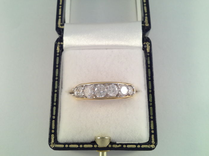 18 kt yellow gold ring with 7 diamonds, 1.50 ct, ring size 16.75/53