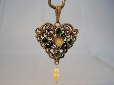 Victorian pendant with freshwater pearls and green rhinestones