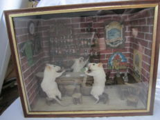 "Curious taxidermy, in the style of Walter Potter - ""Le Bistro"" - Mus musculus - 30 x 22 x 14cm"