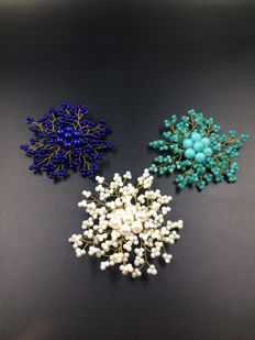 Three matching brooches  with different materials, pearls, lapis lazuli and amazonite, late 20th century