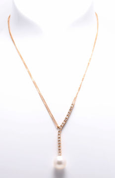 Necklace featuring a 13 mm Australian South Sea Pearl and 1 Ct of diamonds
