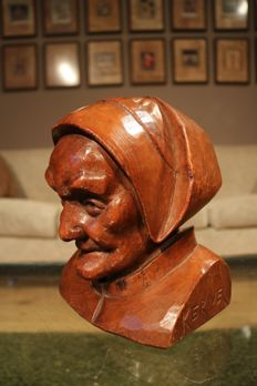 Wooden bust of a little old lady - presumably by the Breton sculptor Kerivel - 1st half 20th century