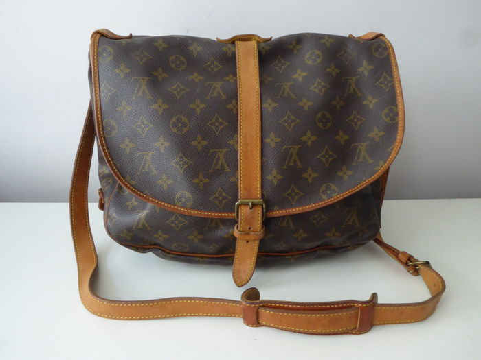 995fe23e167 Vintage Louis Vuitton Saumur 35 shoulder bag - Catawiki