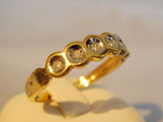 Goldener Band-Ring mit 6 Diamanten o,12 ct.