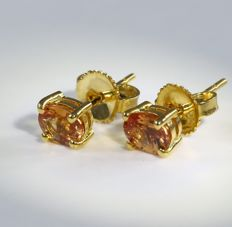 IGI certified Very Exclusive Yellow Gold Padparadscha Sapphire Earrings