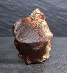 Gebel Kamil - Iron Meteorite - Ataxite - A meteorite that is dominantly composed of Fe-Ni metal and that crystallized from a melt - TOP Shrapnel - 104.30 g