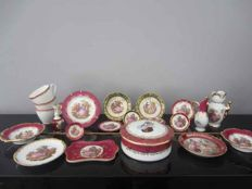 Limoges France including main d'or - 19-piece porcelain miniature collection and big bonbon box with a lid.