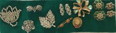 Lot of Art Deco brooches from the 1930s with 2 pairs of 1930s earrings