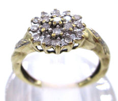 Gold Diamond Engagement ring 1964 - with diamonds round cut total 0.75 ct SI2P1 *** No Reserve Price ***