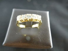 Veretta ring in 18 kt yellow gold with five 0.50 ct diamonds – size 18 (European 58)