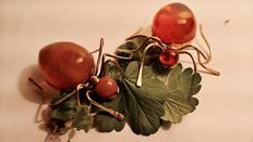 Two Amber brooches in the shape of a spider, from Kaliningrad approx. 1960, no reserve