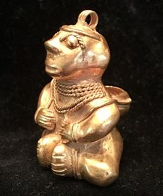 Tumbaga Gold , Colombian Tairona Culture  - 41 x 32 x 29  mm , 18,61 grams,  A pendant , sitting indian native basket carrier