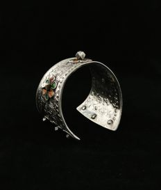 Antique Berber bracelet from the early 20th century, in silver and enamel