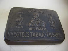Copper mold - pipe tobacco can - Knegtel's Tobacco Tilburg Varinas, founded in 1825.