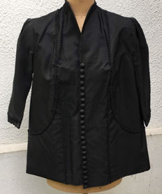 Taffeta type jacket, fabric and black braids, magnificent buttoning, late XIXth century