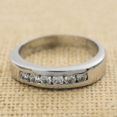 White gold (18 kt) – Brilliant cut diamonds, 0.60 ct – Ring size: 12 (SP)
