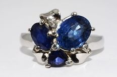 White gold ring with sapphires and diamonds of 1.71 ct in total, - no reserve price -