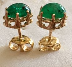 Earrings in 18 kt/750 gold – With cabochon cut emeralds, 0.86 ct – Earring length: 15 mm. No reserve from €1